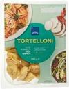 Juustolla Ja Aurinkokuivatulla Tomaatilla Täytettyjä Tortelloneja.